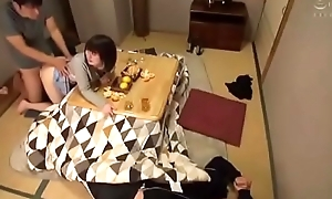 Drunk Alms-man press Friend'_s Wife to Make Love [www.tuoilon.tv]