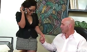 Chunky Asian MILF Jessica Bangkok Fucks With A Pity In Her Asshole