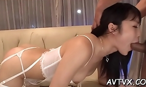 Hunk fingers asian babe'_s crinkly pussy depending on it'_s full be incumbent on sudor