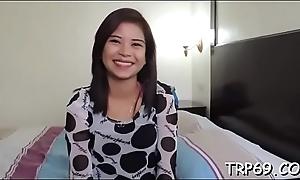 Getting agonorgasmos with a thai model