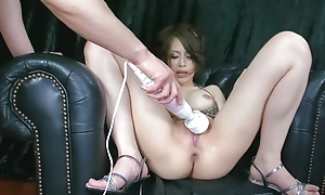 Saki Ootsuka  in a chap-fallen bikini finds her arms split open with an increment of her pretty pussy played with