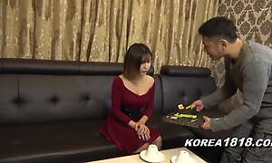 Sexy Korean model picked up by Japanese dork