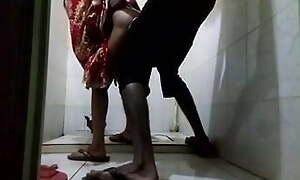 Bhabi ko bathroom ne lekar chuda