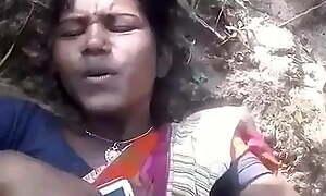 Santali married girl has outdoor sex with boyfriend