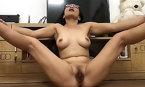 Asian mom shows pussy Part 2 www.misoporn.com